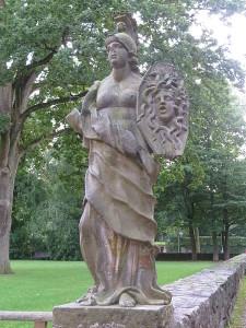 450px-Athena_mit_Spiegelbild_der_Medusa_(Museumsberg,_Flensburg)