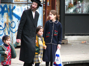 800px-Satmar_community_Williamsburg_brooklyn_new_york